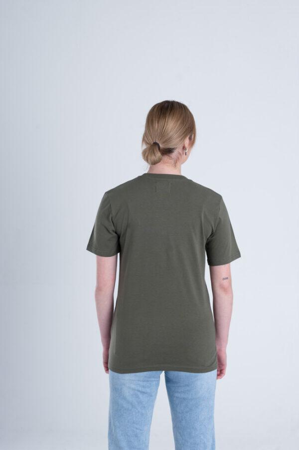 Vrouw met Duurzaam T-shirt Legergroen Achterkant