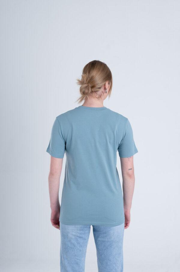 Vrouw met Duurzaam T-shirt Blauw achterkant
