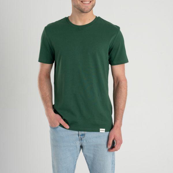 Man met Duurzaam T-shirt Groen voorkant