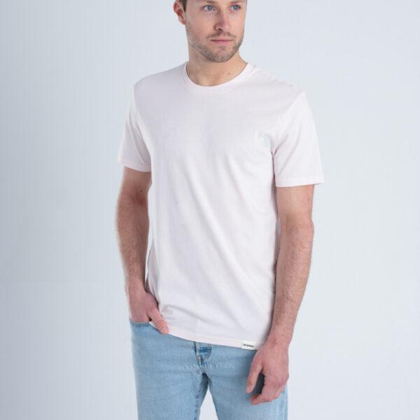 Man met Duurzaam T-shirt Licht roze voorkant