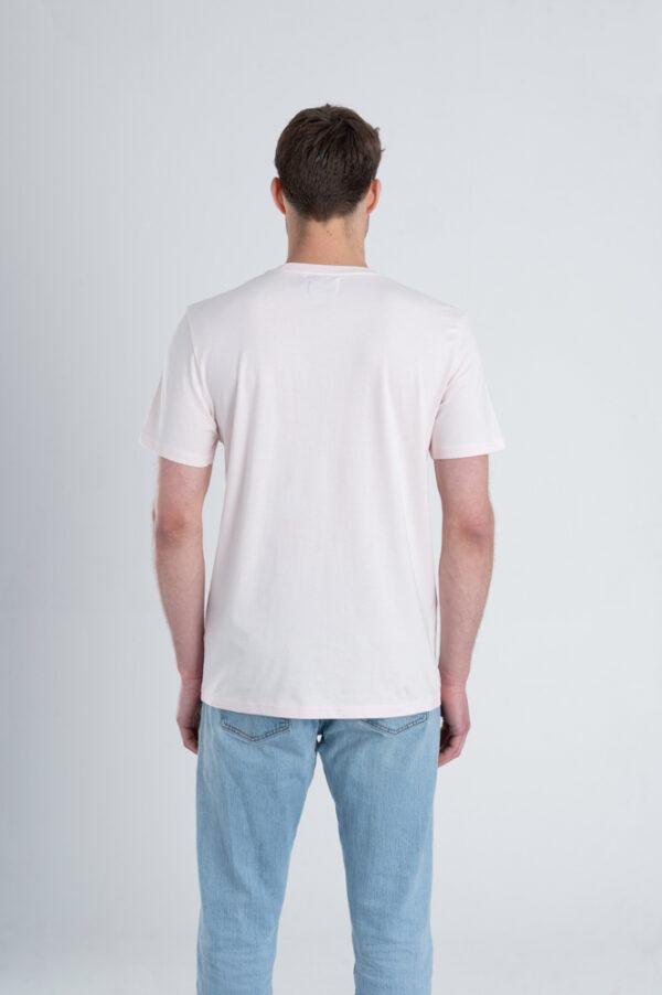 Man met Duurzaam T-shirt Licht roze achterkant