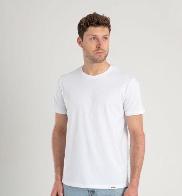Man met Duurzaam T-shirt wit voorkant