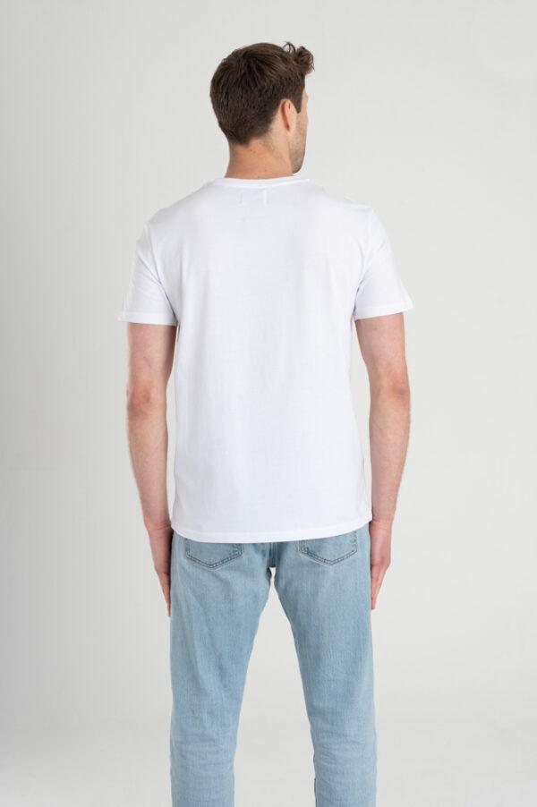 Man met Duurzaam T-shirt wit achterkant