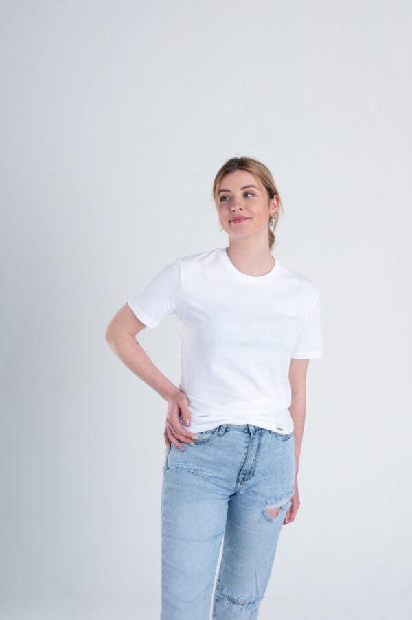 Vrouw met Duurzaam T-shirt wit voorkant