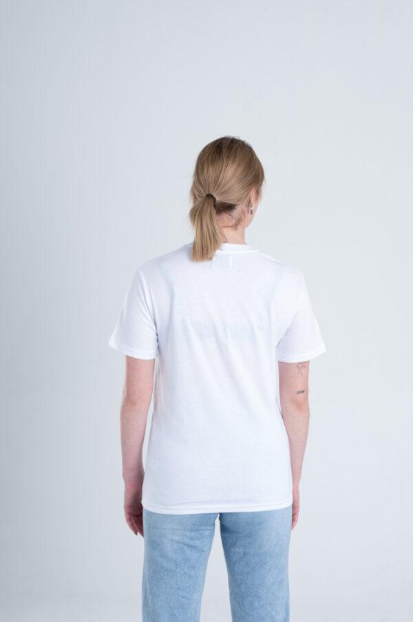 Vrouw met Duurzaam T-shirt wit achterkant