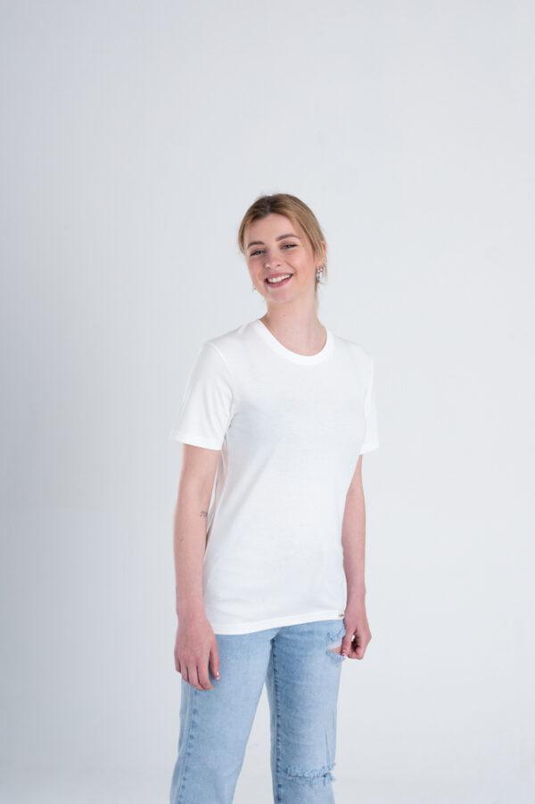 Vrouw met Duurzaam T-shirt Gebroken wit voorkant