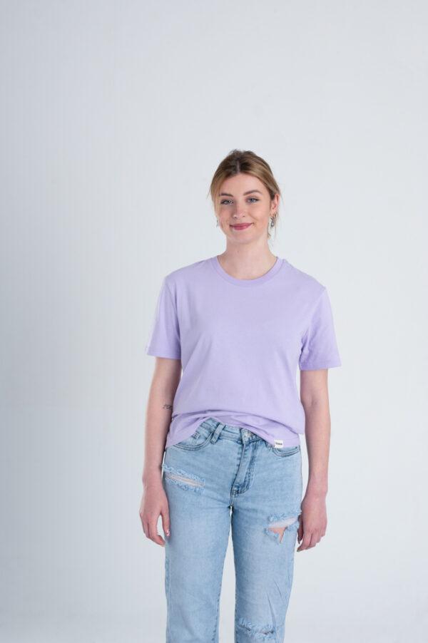 Vrouw met Duurzaam T-shirt Pastel paars voorkant