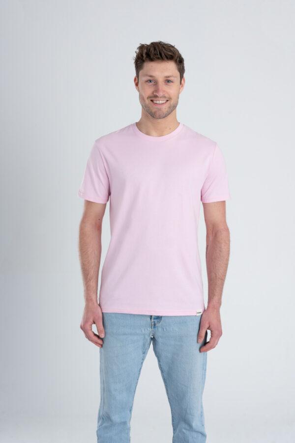 Man met Duurzaam T-shirt Lichtroze voorkant