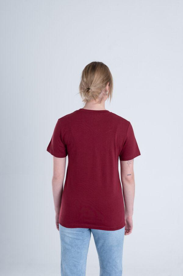 Vrouw met Duurzaam T-shirt Bordeaux rood achterkant