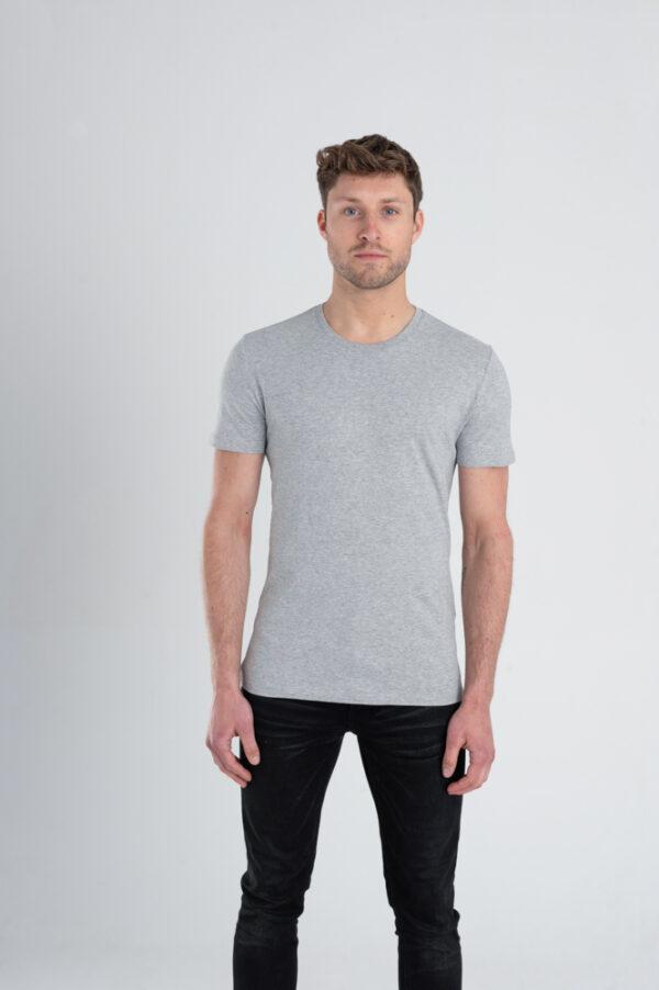 Duurzaam ondershirt / sportshirt met slim fit pasvorm grijs voorkant man
