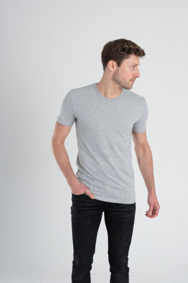 Duurzaam ondershirt / sportshirt met slim fit pasvorm grijs man