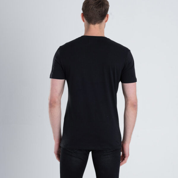 Duurzaam ondershirt / sportshirt met slim fit pasvorm zwart achterkant man