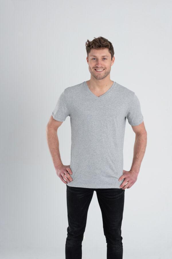 Duurzaam ondershirt / sportshirt met V-hals grijs voorkant man
