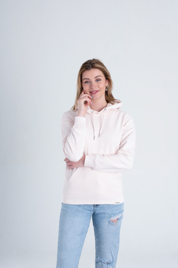 Vrouw met Duurzame premium hoodie trui Licht roze voorkant