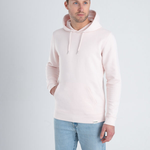 Man met Duurzame premium hoodie trui Licht roze voorkant